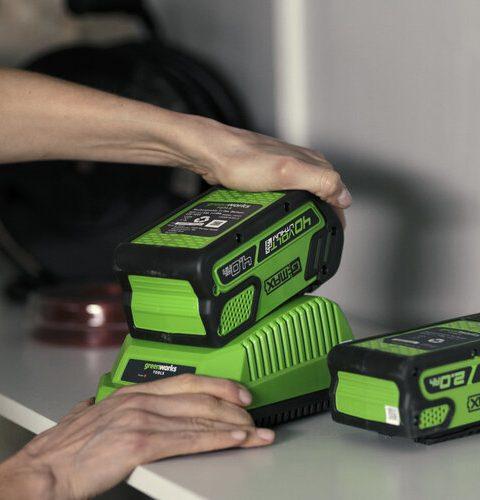 Greenworks 40v Charger (b)